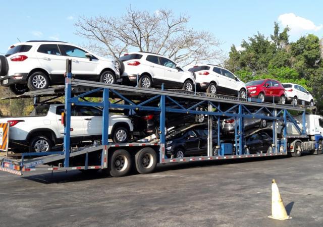 Cegonha para transporte de veículos