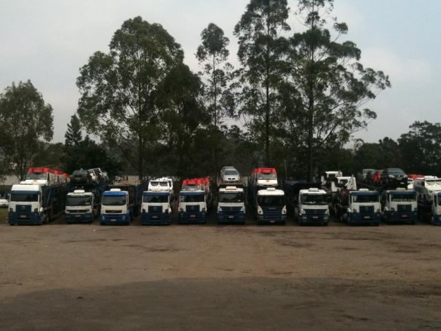 Transportadora de caminhões novos