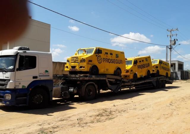 Transporte caminhão de reboque